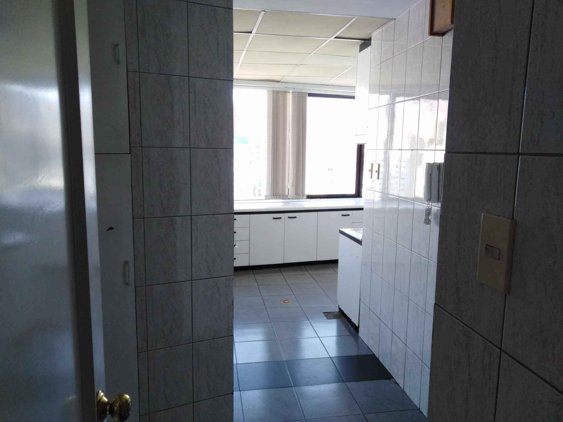 Departamento en Alquiler Av. Arce Foto 2