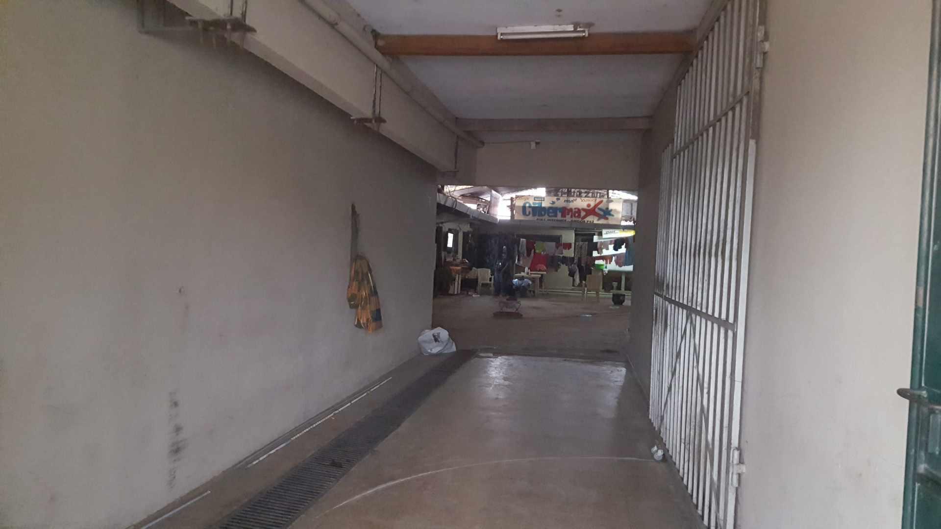 Local comercial en Venta Av. Rolando de Chazal a 10 mts del 4to anillo, amplia avenida pavimentada entre Brasil y Virgen de Cotoca Foto 4