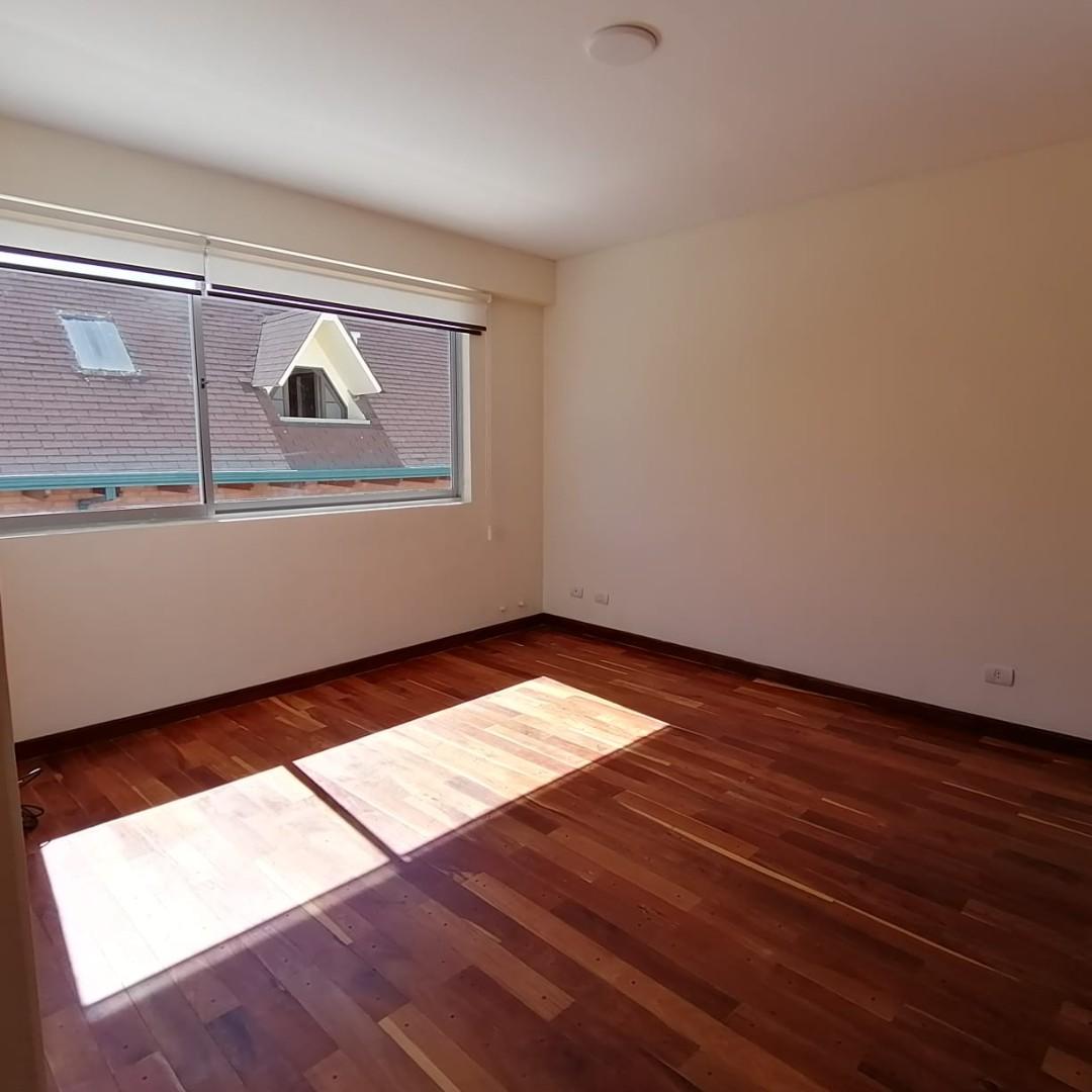 Casa en Alquiler $us.1.200.- ALQUILER HERMOSA CASA EN LOS PINOS LPZ  Foto 7