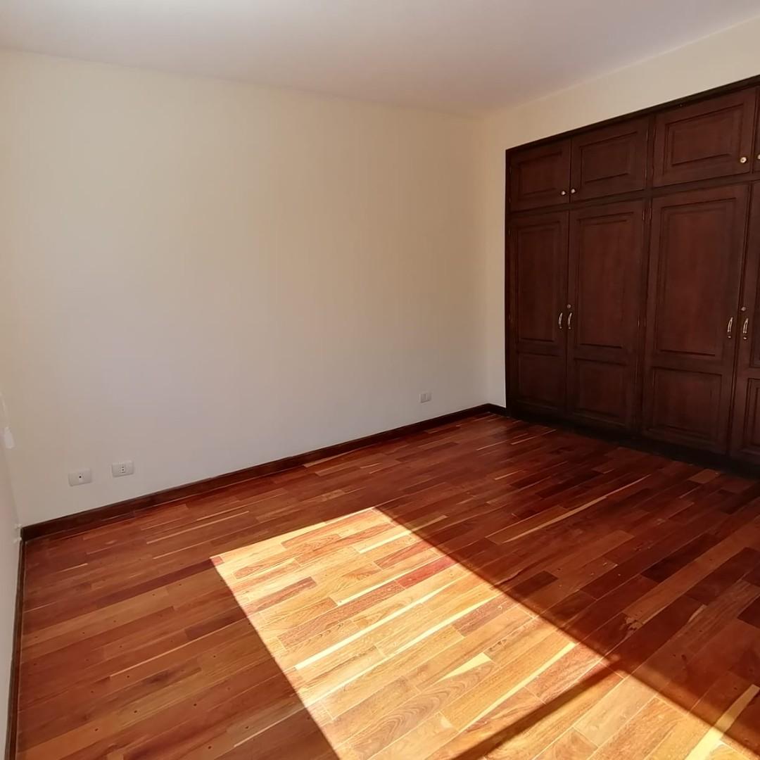 Casa en Alquiler $us.1.200.- ALQUILER HERMOSA CASA EN LOS PINOS LPZ  Foto 15