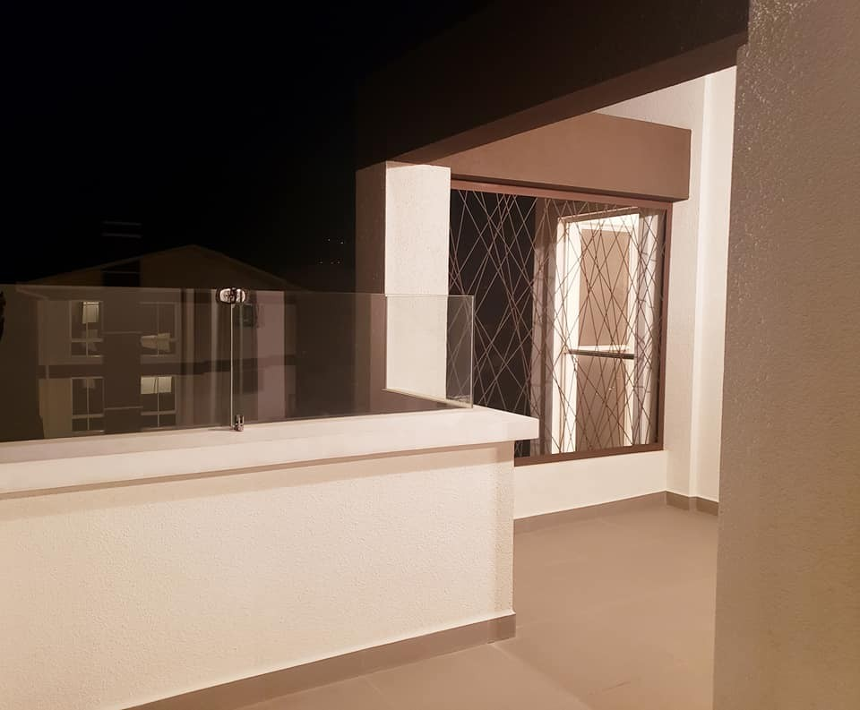 Casa en Venta ACHUMANI, LOS ROSALES CASA MODERNA A ESTRENAR Foto 5