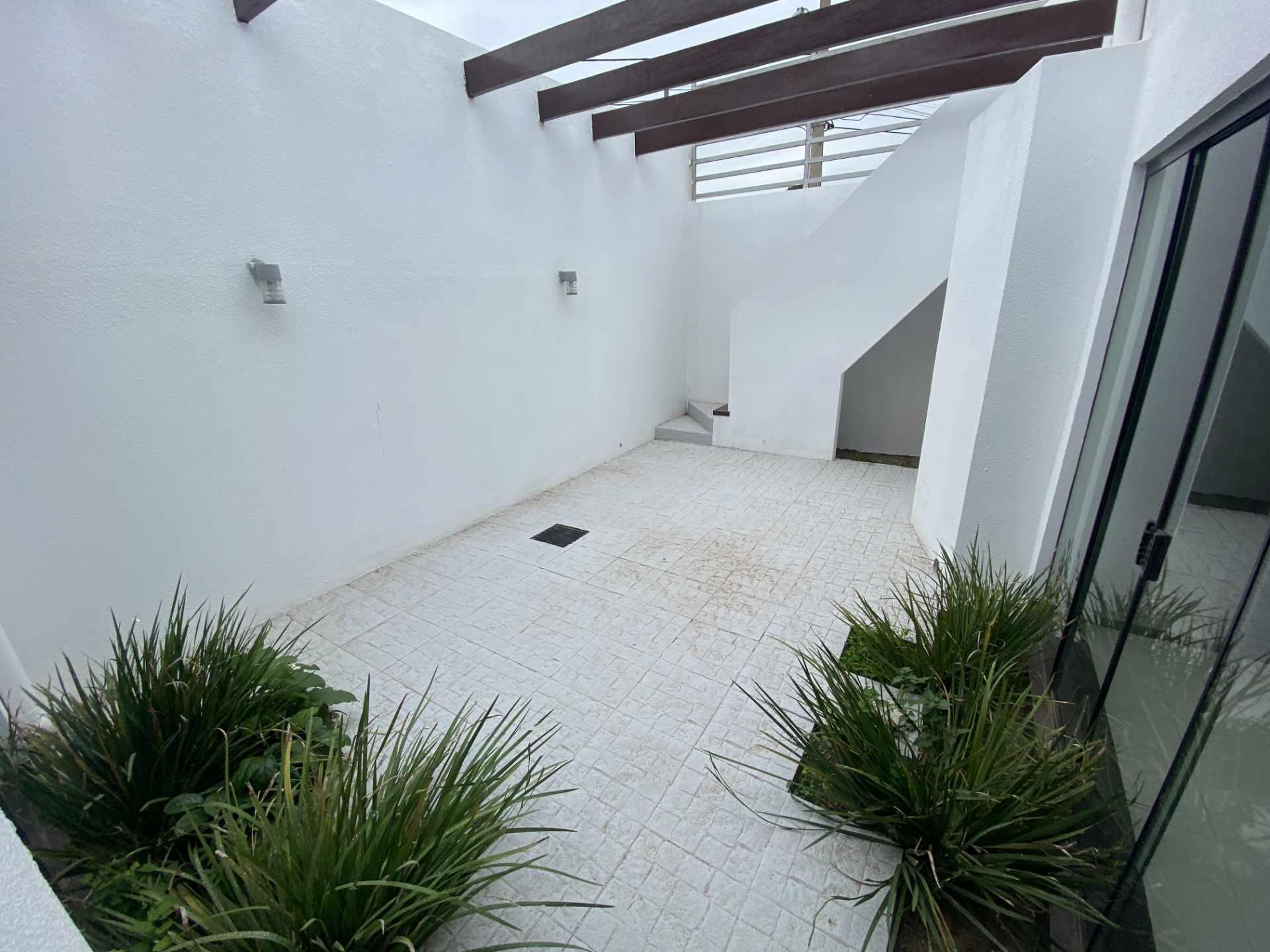 Casa en Venta Condominio Mónaco, entre 7mo y 8vo anillo de la zona norte sobre Canal Pedro Velez.  Foto 5