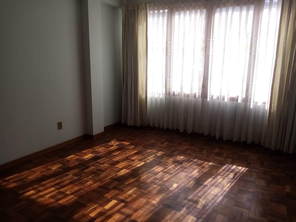 Departamento en Alquiler Zona Sopocachi, calle Abdón Saavedra y  Chaco Foto 4