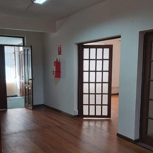 Casa en Alquiler Calacoto, calle 12, cerca de la Avenida Ballivián Foto 18