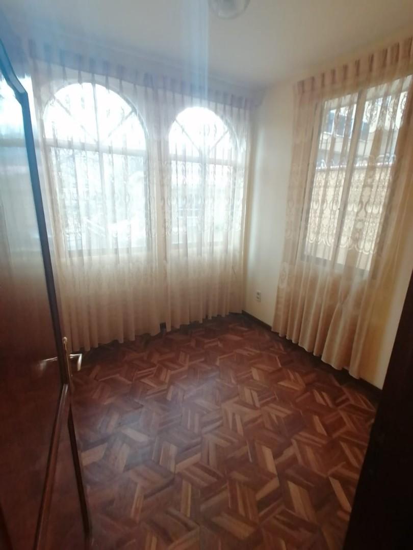 Casa en Venta BONITA CASA EN VENTA EN ALTO OBRAJES EN PLENA PLAZA AMISTAD Foto 10
