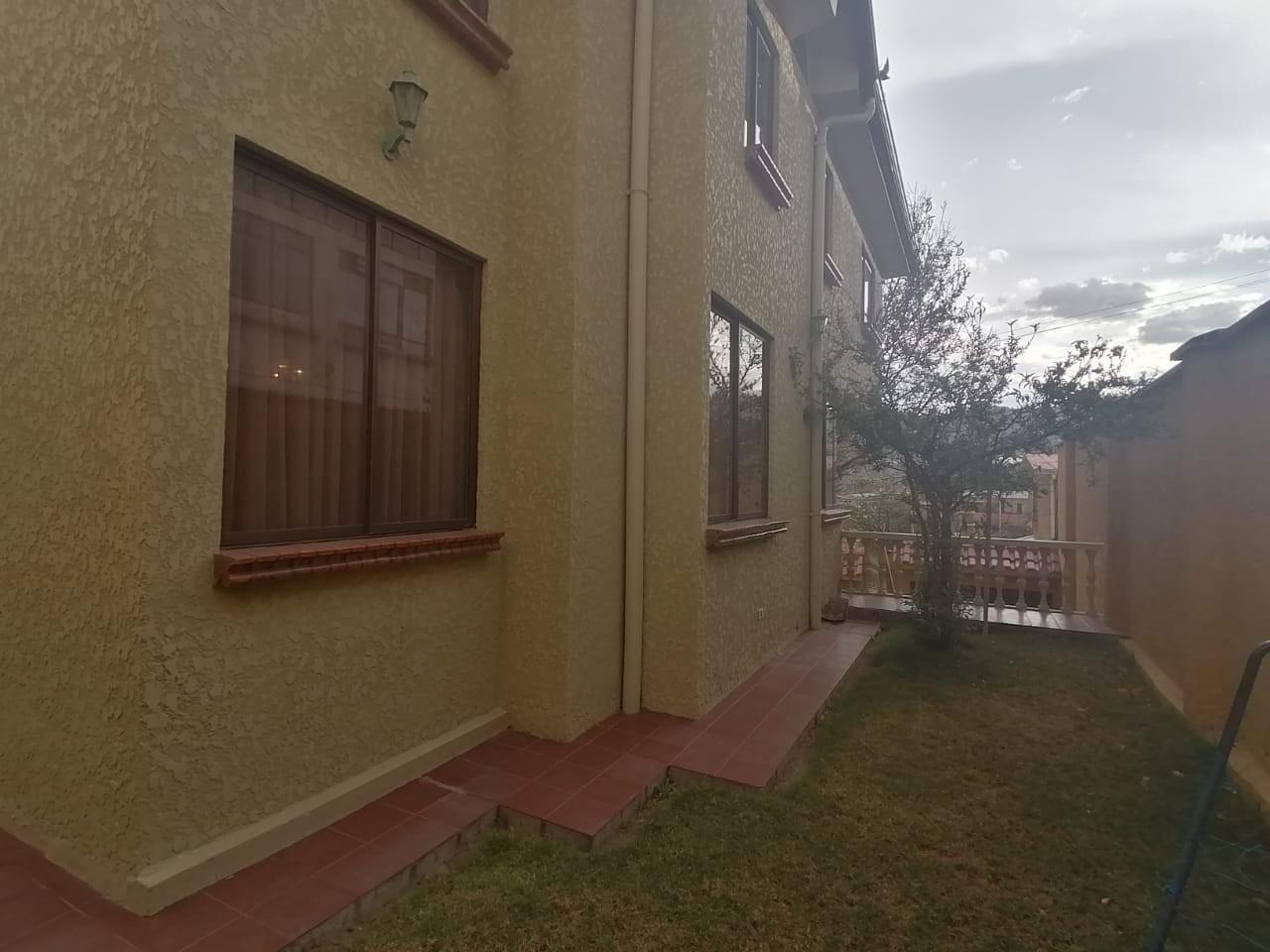 Casa en Venta BONITA CASA EN VENTA EN ALTO OBRAJES EN PLENA PLAZA AMISTAD Foto 9