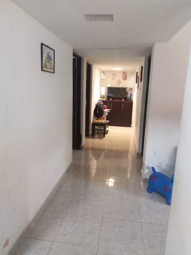 Casa en Venta AV. BANZER ENTRE 3er. y 4to. ANILLO Y RADIAL 27 Foto 8