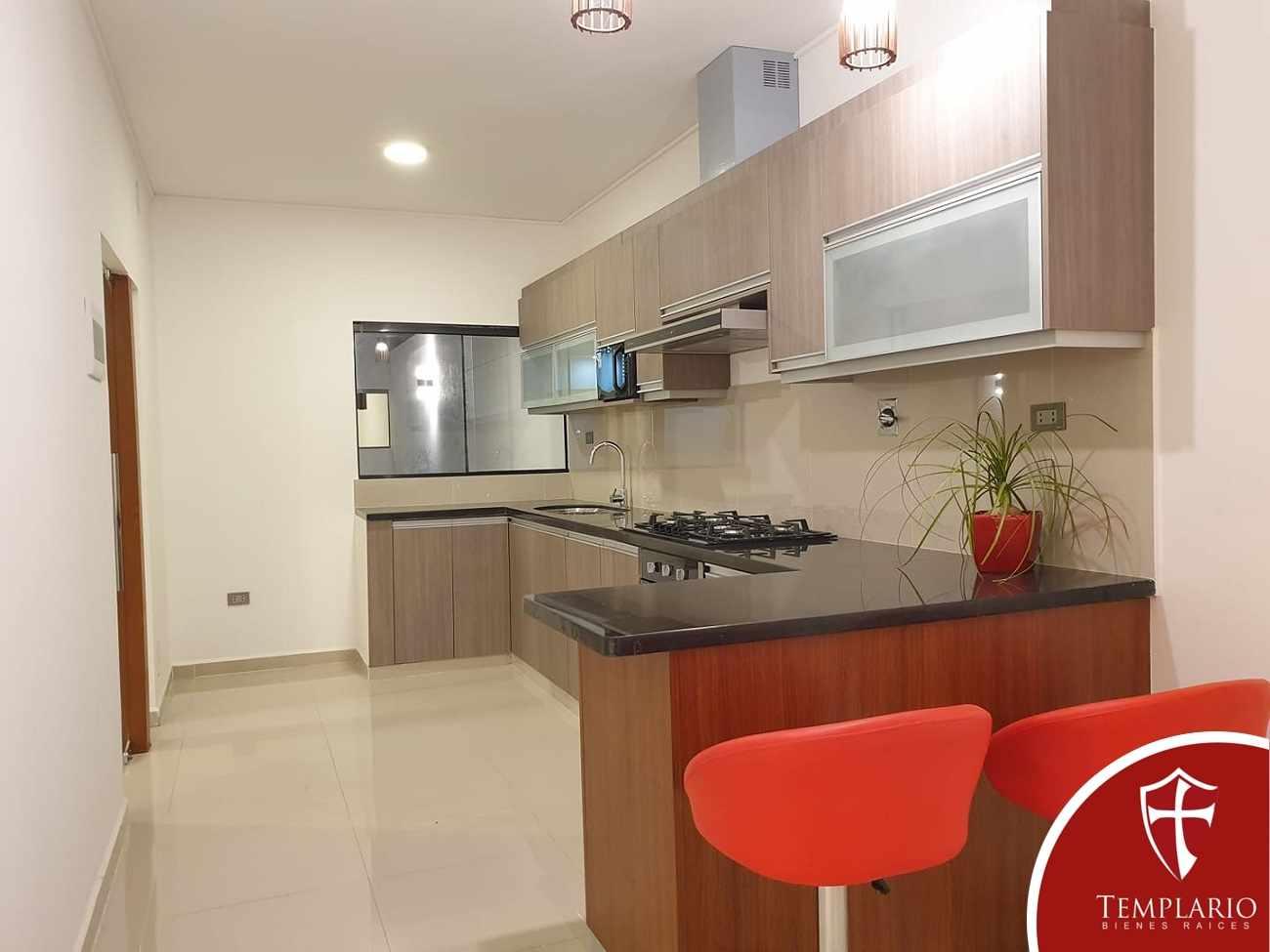 Casa en Venta Av. Santos Dumont 3er y 4to Anillo - Vecindario Residencial Foto 24